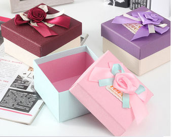 China Custom Made Size Paper Food Packaging Box With Hot Stamping Finishing factory
